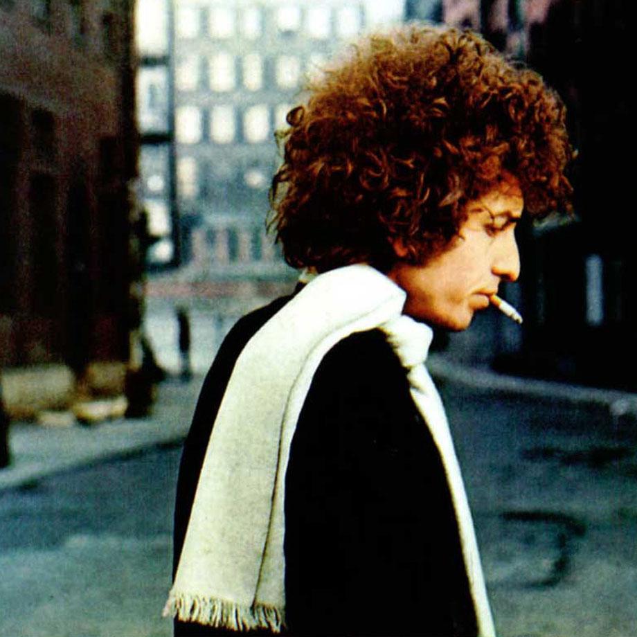 他是歌手,他是词曲创作家,他是演员、是作家,是诗人,是摇滚活化石,他是鲍勃迪伦。-不想走